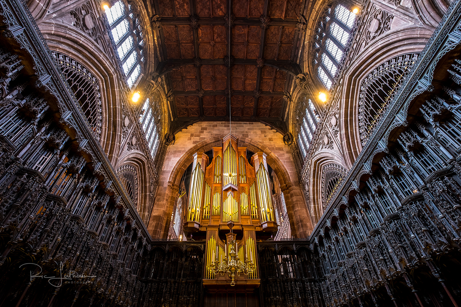 manchester cathedral organ pipes